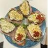 Tosta de mozarella, tomate y anchoas (caliente)
